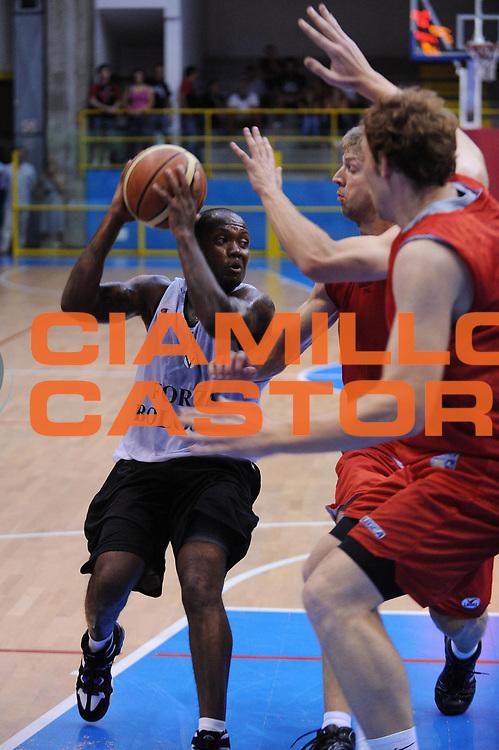 DESCRIZIONE : Pavia Lega A 2009-10 Amichevole Pallacanestro Pavia Virtus Bologna<br /> GIOCATORE : Andre Collins<br /> SQUADRA : Virtus Bologna<br /> EVENTO : Campionato Lega A 2009-2010<br /> GARA : Pallacanestro Pavia Virtus Bologna<br /> DATA : 04/09/2009<br /> CATEGORIA : penetrazione<br /> SPORT : Pallacanestro<br /> AUTORE : Agenzia Ciamillo-Castoria/A.Dealberto