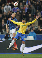 FUSSBALL   INTERNATIONAL   Testspiel   09.02.2011 Frankreich  - Brasilien ANDRE ( re, Brasilien)  gegen  Philippe MEXES (Frankreich)