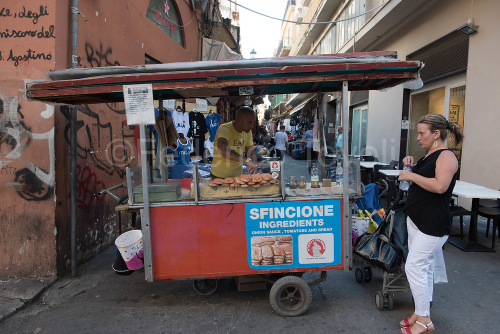 Sale of sfincione, perhaps the worst street food in town, sold by a dirty carriage in via Maqueda