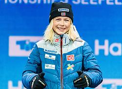 28.02.2019, Seefeld, AUT, FIS Weltmeisterschaften Ski Nordisch, Seefeld 2019, Skisprung, Damen, Siegerehrung, im Bild Weltmeisterin und Goldmedaillengewinnerin Maren Lundby (NOR) // World champion and Gold medalist Maren Lundby of Norway during the winner Ceremony for the ladie's Skijumping of the FIS Nordic Ski World Championships 2019. Seefeld, Austria on 2019/02/28. EXPA Pictures © 2019, PhotoCredit: EXPA/ Stefan Adelsberger