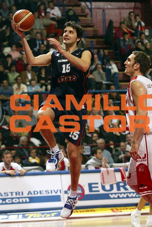 DESCRIZIONE : Milano Lega A1 2005-06 Armani Jeans Milano Lottomatica Virtus Roma <br />GIOCATORE : Bodiroga<br />SQUADRA : Lottomatica Virtus Roma<br />EVENTO : Campionato Lega A1 2005-2006<br />GARA : Armani Jeans Milano Lottomatica Virtus Roma  <br />DATA : 21/01/2006<br />CATEGORIA : Tiro<br />SPORT : Pallacanestro<br />AUTORE : Agenzia Ciamillo-Castoria/S.Ceretti
