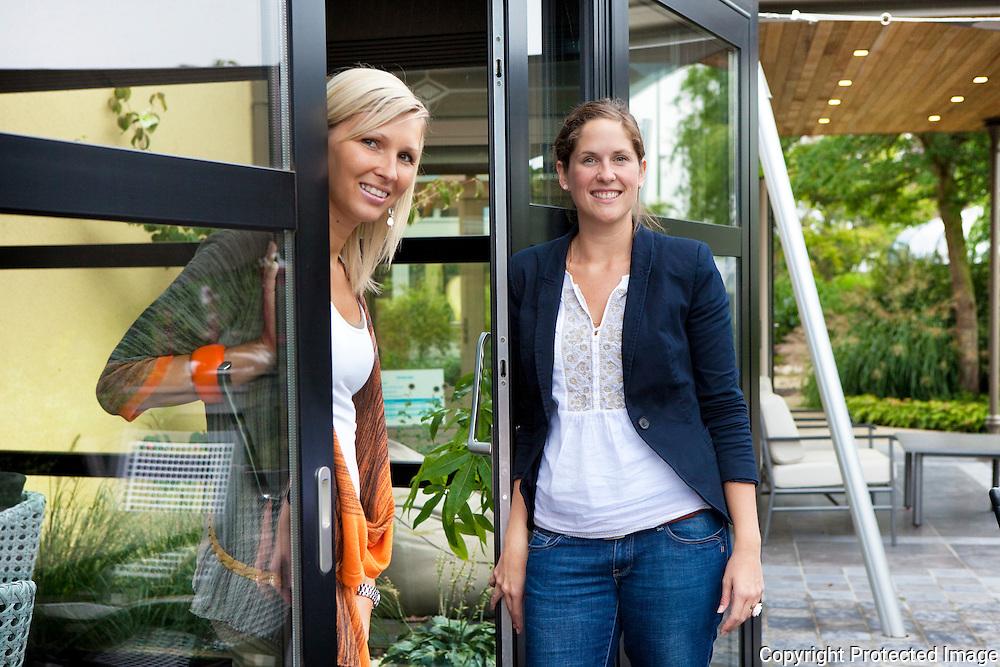 362612-Janssens Veranda's Lier-op foto Katrien Janssens (blond) en Kelly De Waegeneere