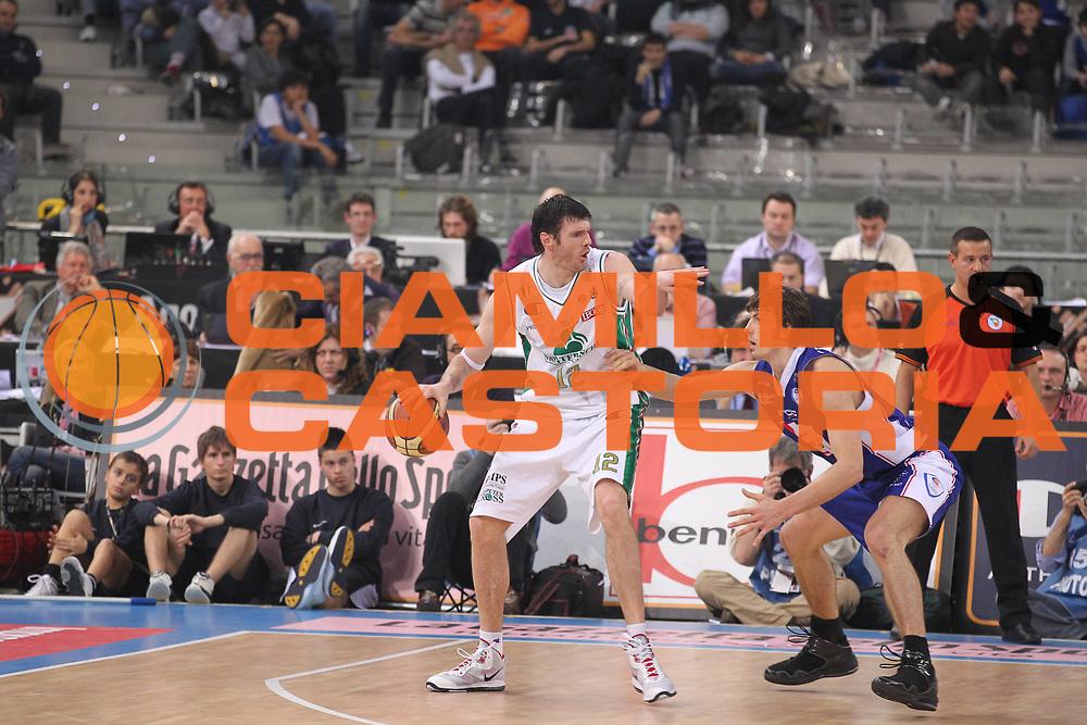 DESCRIZIONE : Torino Coppa Italia Final Eight 2011 Finale Montepaschi Siena Bennet Cantu<br /> GIOCATORE : Ksistof Lavrinovic<br /> SQUADRA : Montepaschi Siena<br /> EVENTO : Agos Ducato Basket Coppa Italia Final Eight 2011<br /> GARA : Montepaschi Siena Bennet Cantu<br /> DATA : 13/02/2011<br /> CATEGORIA : Palleggio<br /> SPORT : Pallacanestro<br /> AUTORE : Agenzia Ciamillo-Castoria/G.Cottini<br /> Galleria : Final Eight Coppa Italia 2011<br /> Fotonotizia : Torino Coppa Italia Final Eight 2011 Finale Montepaschi Siena Bennet Cantu<br /> Predefinita :