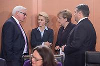 01 DEC 2015, BERLIN/GERMANY:<br /> Frank-Walter Steinmeier, SPD, Bundesaussenminister, Ursula von der Leyen, CDU, Bundesverteidigungsministerin, Angela Merkel, CDU, Bundeskanzlerin, und Sigmar Gabriel, SPD, Budneswirtschaftsminister, (v.L.n.R.), im Gespraech, vor Beginn der Kabinettsitzung, Bundeskanzleramt<br /> IMAGE: 20151201-01-022<br /> KEYWORDS: Kabnett, Sitzung, Gespräch