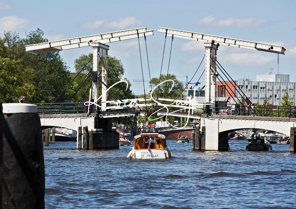 AMSTERDAM - Varen op de Amstel met Magere Brug.  ANP COPYRIGHT KOEN SUYK