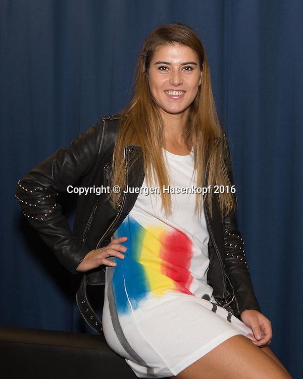 Ladies Linz Players Party, SORANA CIRSTEA (ROU)<br /> traegt ein Tshirt mit aufgespruehter Rumaenien Fahne,<br /> <br /> Tennis - Ladies Linz Players Party - WTA -  TipsArena - Linz - Oberoesterreich - Oesterreich  - 10 October 2016. <br /> &copy; Juergen Hasenkopf