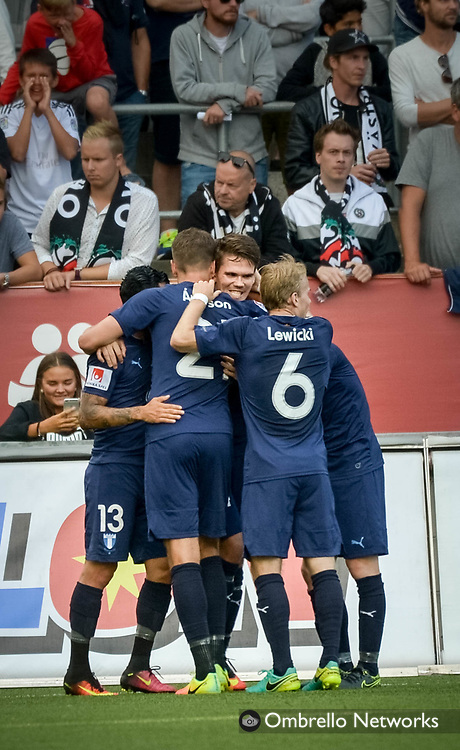 ÖREBRO, SWEDEN - AUGUST 01: Vidar Orn Kjartansson of Malmö FF celebrates with teammates after scoring 0-1 during the allsvenskan match between Örebro SK and Malmö FF at Behrn Arena on August 1, 2016 in Örebro, Sweden. Foto: Pavel Koubek/Ombrello