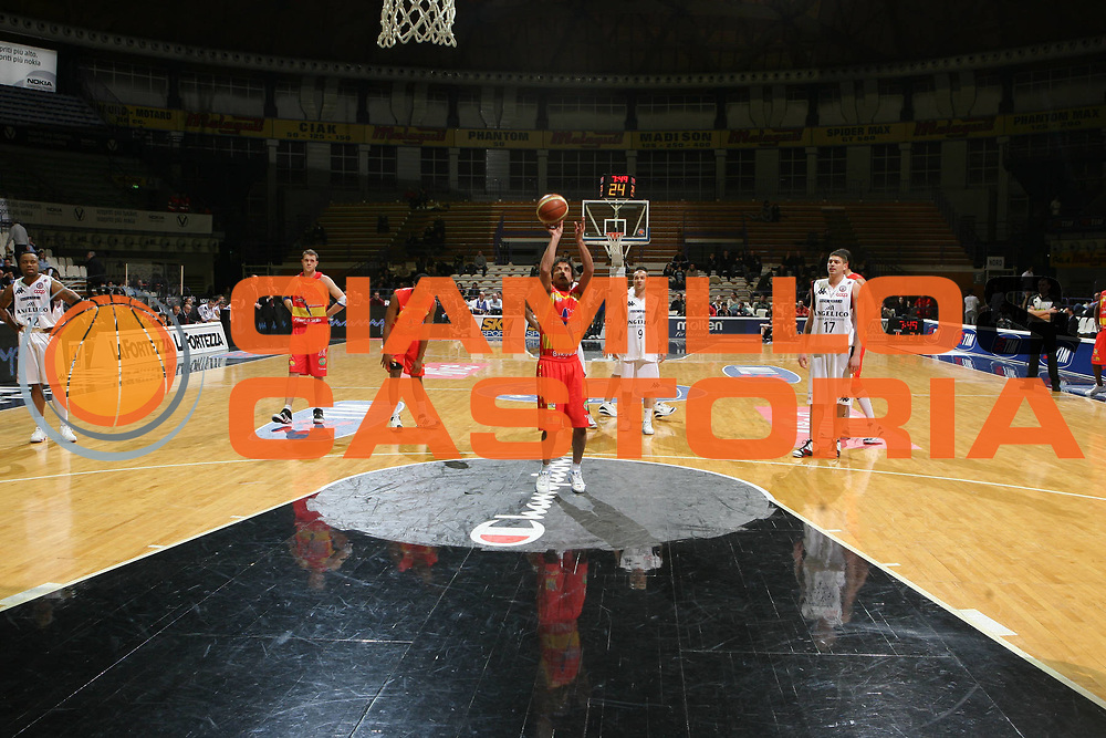 DESCRIZIONE : Bologna Final Eight 2008 Quarti di Finale Pierrel Capo Orlando Angelico Biella<br />GIOCATORE : Gianmarco Pozzecco Arena Palamalaguti<br />SQUADRA : Pierrel Capo Orlando<br />EVENTO : Tim Cup Basket For Life Coppa Italia Final Eight 2008 <br />GARA : Pierrel Capo Orlando Angelico Biella<br />DATA : 08/02/2008 <br />CATEGORIA : Tiro<br />SPORT : Pallacanestro <br />AUTORE : Agenzia Ciamillo-Castoria/G.Ciamillo
