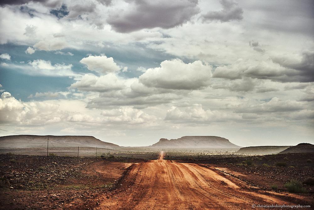 Die Fahrt mit dem Auto zum Fishriver Canyon  führt durch einsame, melancholisch stimmende Landschaften.