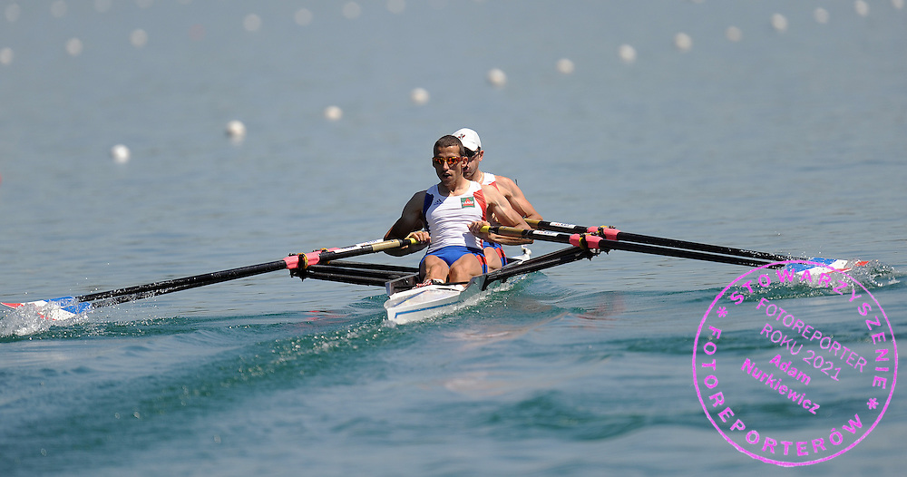 (L) STANY DELAYRE & MAXIME GOISSET (BOTH FRANCE) COMPETE AT LIGHTWEIGHT MEN'S DOUBLE SCULLS HEAT DURING DAY 1 FISA ROWING WORLD CUP ON ESTANY LAKE IN BANYOLES, SPAIN...BANYOLES , SPAIN , MAY 29, 2009..( PHOTO BY ADAM NURKIEWICZ / MEDIASPORT )..PICTURE ALSO AVAIBLE IN RAW OR TIFF FORMAT ON SPECIAL REQUEST.