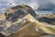 Wanderimpressionen und Landschaften zwischen Orgel-Pass, Ela-Pass und Lai Grond. Blick vom Cotschen (2829) über die Seenkette des Laiets auf Piz Ela (3339), Piz Val Lunga und Piz Salteras.