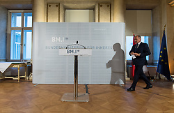 05.07.2017, Innenministerium, Wien, AUT, BMI, Pressekonferenz zum neuen Ermittlungsstand zum Doppelmord an einem Seniorenpaar in Linz vom 30. Juni 2017, im Bild Bundesminister für Inneres Wolfgang Sobotka (ÖVP) // during press conference of the interior ministry in Vienna, Austria on 2017/07/05, EXPA Pictures © 2017, PhotoCredit: EXPA/ Michael Gruber