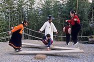 balance game. traditional Confucianist village. the new modern school  Seoul  Korea   jeu traditionnel de balançoire. la nouvelle école toute neuve du village confucianniste de  Chonhakdong  coree  ///R20131/    L0006915  /  R20131  /  P104917