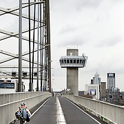 Nederland Rotterdam 27 maart 2009 20090327 Foto: David Rozing ..man fietst op ligfiets de Brienenoordbrug over .Man on bike, bicycle, cycle, cycling..Foto: David Rozing