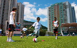 Hong Kong, China - Wednesday, July 25, 2007: Liverpool's Jermaine Pennant and Yossi Benayoun during a coaching session with local children at the Siu Sai Wan Sports Ground in Hong Kong. (Photo by David Rawcliffe/Propaganda)
