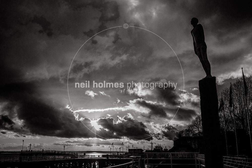 Hull Marina, City Centre, Kingston Upon Hull, East Yorkshire, United Kingdom, 04 November, 2017. Sunset sky over the River Humber with the Vic Statue
