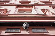 Das Wohnhaus von Nikola Tesla mit Gedenktafel.