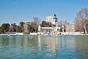 Monument of Alfonso XII on the boating lake, Parque del Buen Retiro (Retiro Park), Madrid, Spain
