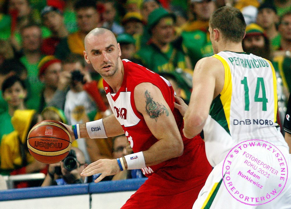 Wroclaw 08/09/2009.EuroBasket 2009.Preliminary Round - Group D.Poland v Lithuania.Marcin Gortat of Poland and Marijonas Petravicius of Lithuania ..Photo by : Piotr Hawalej / WROFOTO