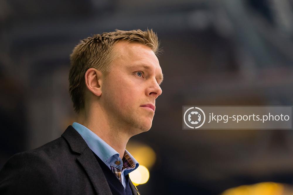 150423 Ishockey, SM-Final, V&auml;xj&ouml; - Skellefte&aring;<br /> Ass. Tr&auml;nare Bert Robertsson, Skellefte&aring; AIK, single action<br /> &copy; Daniel Malmberg/Jkpg sports photo