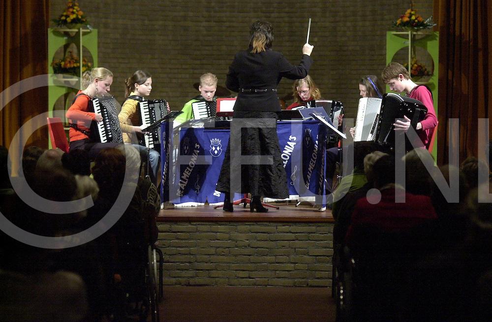 ALMELO<br /> Accordeonvereniging de Almelonia's tijdens hun jaarlijkse concert in de Kapel van het Hof 88,<br /> <br /> Editie: AM <br /> <br /> fotografie frank uijlenbroek&copy;2006 michiel van de velde<br /> TT20060318