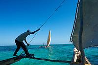 Tanzanie, archipel de Zanzibar, île de Unguja (Zanzibar), les pecheurs Hassan Pita et Heri Buesso a Jambiani // Tanzania, Zanzibar island, Unguja, fisher  Hassan Pita and Heri Buesso at Jambiani