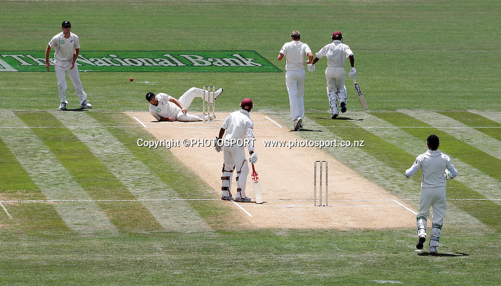 Daniel Vettori rues a half chance for a run out at the non strikers end during play on day 2 of the second cricket test at McLean Park in Napier. National Bank Test Series, New Zealand v West Indies, Saturday 20 December 2008. Photo: Andrew Cornaga/PHOTOSPORT