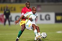 Fotball<br /> Foto: imago/Digitalsport<br /> NORWAY ONLY<br /> <br /> 22.01.2006<br /> Lebohang Lefalamang Mokoena (Südafrika, re.) gegen Daouda Jabi (Guinea)