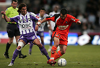 Fotball<br /> Frankrike<br /> Foto: DPPI/Digitalsport<br /> NORWAY ONLY<br /> <br /> FOOTBALL - FRENCH CHAMPIONSHIP 2007/2008 - L1 - TOULOUSE FC v FC LORIENT - 05/04/2008 - JEREMY MOREL (LOR) / PANTXI SIRIEIX (TFC)