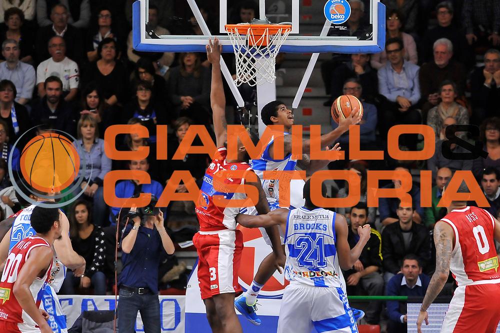 DESCRIZIONE : Campionato 2014/15 Dinamo Banco di Sardegna Sassari - Victoria Libertas Consultinvest Pesaro<br /> GIOCATORE : Edgar Sosa<br /> CATEGORIA : Tiro Penetrazione<br /> SQUADRA : Dinamo Banco di Sardegna Sassari<br /> EVENTO : LegaBasket Serie A Beko 2014/2015<br /> GARA : Dinamo Banco di Sardegna Sassari - Victoria Libertas Consultinvest Pesaro<br /> DATA : 17/11/2014<br /> SPORT : Pallacanestro <br /> AUTORE : Agenzia Ciamillo-Castoria / Luigi Canu<br /> Galleria : LegaBasket Serie A Beko 2014/2015<br /> Fotonotizia : Campionato 2014/15 Dinamo Banco di Sardegna Sassari - Victoria Libertas Consultinvest Pesaro<br /> Predefinita :