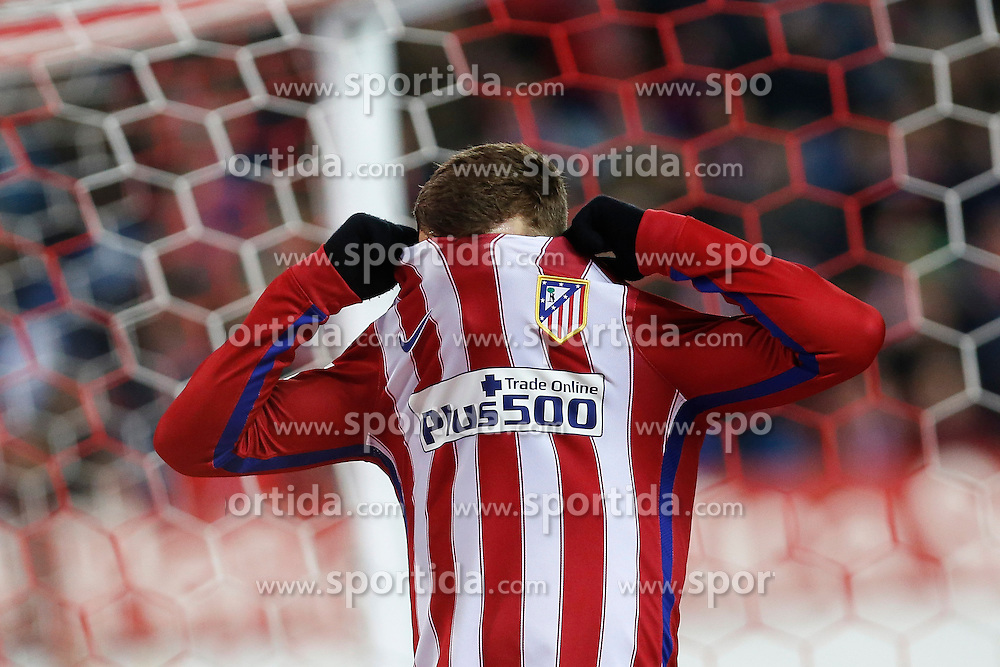 12.03.2016, Estadio Vicente Calderon, Madrid, ESP, Primera Division, Atletico Madrid vs RC Deportivo La Coruna, 29. Runde, im Bild Atletico de Madrid&acute;s Antoine Griezmann reacts after missing a goal chance // during the Spanish Primera Division 29th round match between Atletico Madrid and RC Deportivo La Coruna at the Estadio Vicente Calderon in Madrid, Spain on 2016/03/12. EXPA Pictures &copy; 2016, PhotoCredit: EXPA/ Alterphotos/ Victor Blanco<br /> <br /> *****ATTENTION - OUT of ESP, SUI*****