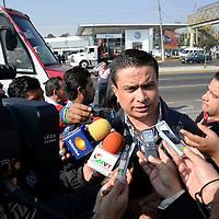 Toluca, México.- Martín Suárez Barrera, director general de Operaciones del Transporte de la zona uno de Toluca, encabezó un operativo en contra de unidades del  transporte público irregulares  que circulan por en la ciudad de Toluca. Agencia MVT / Crisanta Espinosa