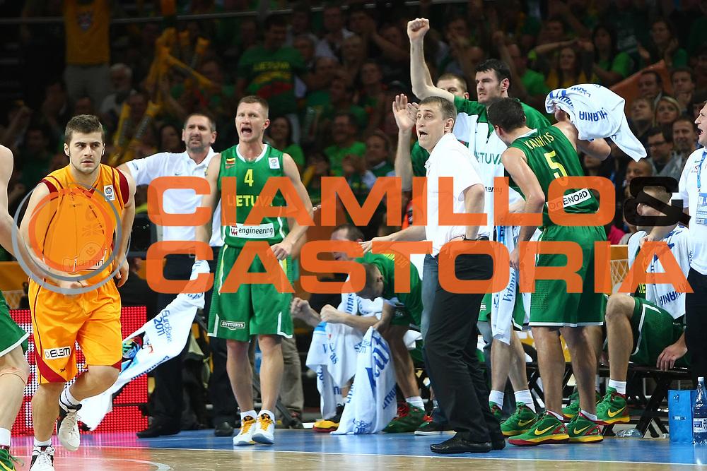 DESCRIZIONE : Vilnius Lithuania Lituania Eurobasket Men 2011 Quarter Final Round Macedonia Lituania F.Y.R. of Macedonia Lithuania<br /> GIOCATORE : Team Lituania Lithuania Kestutis Kemzura<br /> SQUADRA : Lituania Lithuania<br /> EVENTO : Eurobasket Men 2011<br /> GARA : Macedonia Lituania F.Y.R. of Macedonia Lithuania<br /> DATA : 14/09/2011 <br /> CATEGORIA : esultanza jubilation<br /> SPORT : Pallacanestro <br /> AUTORE : Agenzia Ciamillo-Castoria/Y.Matthaios<br /> Galleria : Eurobasket Men 2011 <br /> Fotonotizia : Vilnius Lithuania Lituania Eurobasket Men 2011 Quarter Final Round Macedonia Lituania F.Y.R. of Macedonia Lithuania<br /> Predefinita :