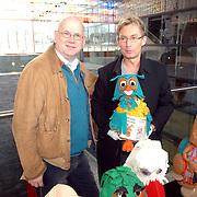NLD/Hilversum/20070305 - Fotoshoot poppen de Fabeltjeskrant Musical, Ruud de Graaf en Hans Cornelissen met enkele poppen