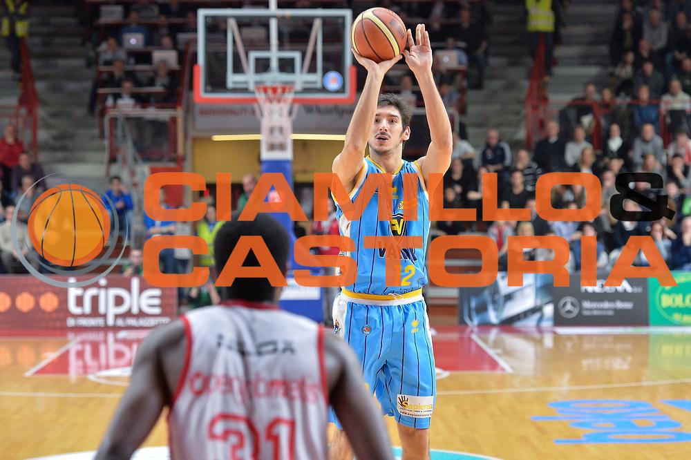DESCRIZIONE : Milano Lega A 2014-15 Openjobmetis Varese- Vagoli Basket Cremona<br /> GIOCATORE : Campani Luca<br /> CATEGORIA : Tiro<br /> SQUADRA : Vagoli Basket Cremona<br /> EVENTO : Campionato Lega A 2014-2015 GARA :Openjobmetis Varese - Vagoli Basket Cremona<br /> DATA : 22/03/2015 <br /> SPORT : Pallacanestro <br /> AUTORE : Agenzia Ciamillo-Castoria/IvanMancini<br /> Galleria : Lega Basket A 2014-2015 Fotonotizia : Varese Lega A 2014-15 Openjobmetis Varese - Vagoli Basket Cremona
