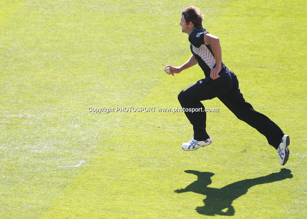 Hamish Bennett during the 3rd ODI, Black Caps v Pakistan, One Day International Cricket. AMI Stadium, Christchurch, New Zealand. Saturday 29  January 2011. Photo: Andrew Cornaga/photosport.co.nz