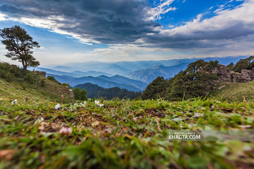 A landscape of the Himalayan mountain ranges from Hatu Peak in Narkanda region of Shimla, Himachal Pradesh, India