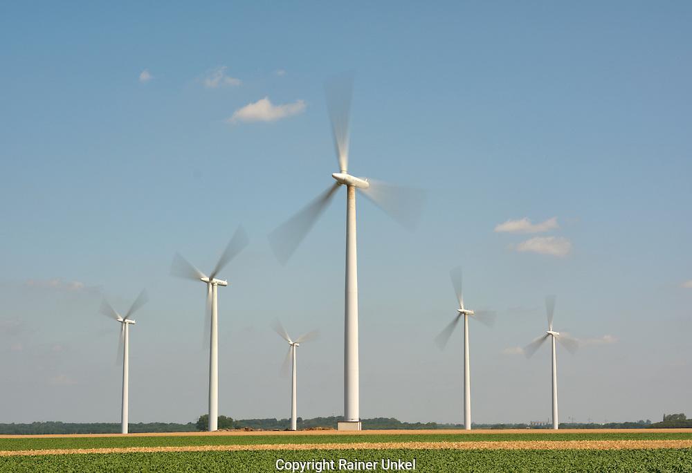 DEU , DEUTSCHLAND : Windraeder in der Koelner Bucht<br /> |DEU , GERMANY : Windmills|<br /> 17.07.2015<br /> Copyright by : Rainer UNKEL , Tel.: 0171/5457756