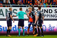 Fotball , 6 August , Eliteserien , Aalesund - Brann , Edwin Gyasi og Sivert Heltne Nilsen i opphetet diskusjon<br /> <br />  , Foto: Marius Simensen, Digitalsport