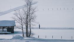 THEMENBILD - Langläufer auf einer Loipe in unberührter Winterlandschaft, aufgenommen am 06. Februar 2020 in Kaprun, Oesterreich // Cross-country skiers on a trail in an untouched winter landscape, in Kaprun, Austria on 2020/02/06. EXPA Pictures © 2020, PhotoCredit: EXPA/Stefanie Oberhauser