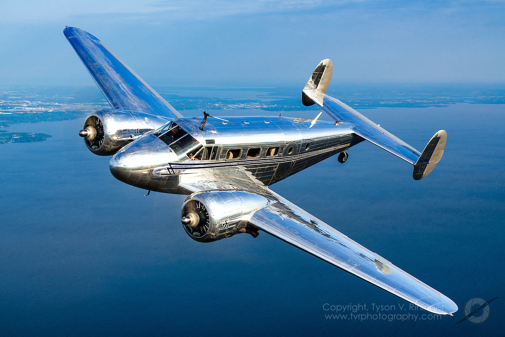 Twin Beech C-45 flown and owned by Walt Bowe, passenger Bernie Vasquez<br /> wcbowe@aol.com / 925-899-8672
