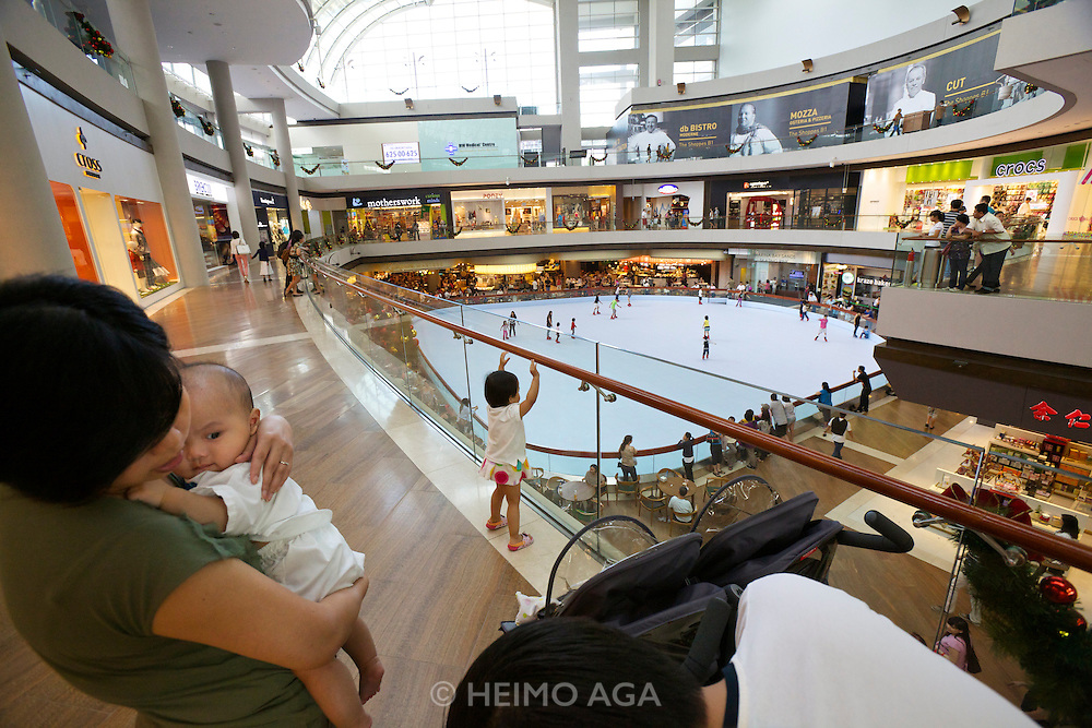 Singapore. Marina Bay Sands. The Shopping Mall.