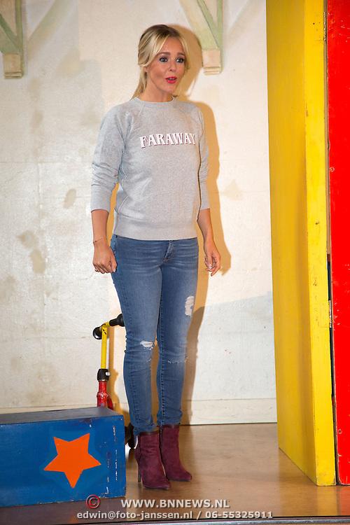 NLD/Amsterdam/20150908- Chantal Janzen leest voor uit speciale uitgave van Woezel & Pip, Chantal Janzen