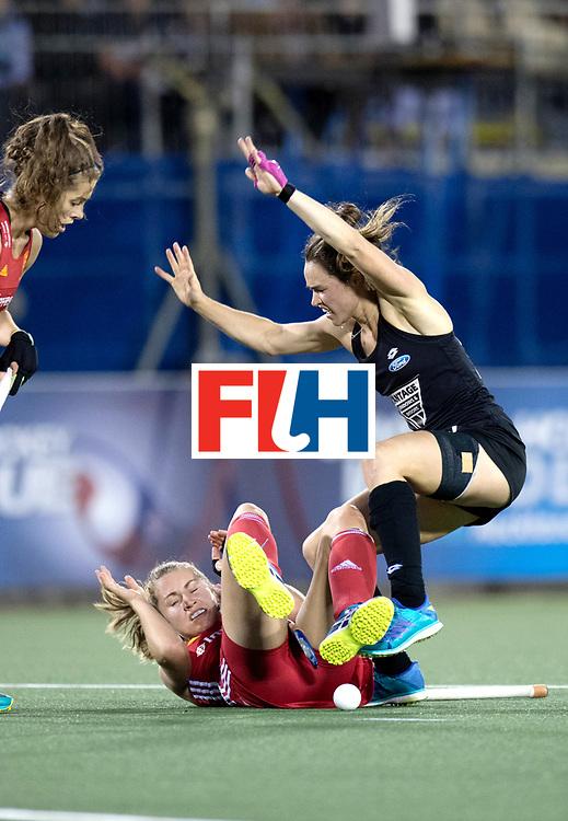 AUCKLAND - Sentinel Hockey World League final women<br /> Match id: 10310<br /> 20 ENG v NZL (Semi Final)<br /> Foto:  Shona Mccallin defending Kelsey Smith <br /> WORLDSPORTPICS COPYRIGHT FRANK UIJLENBROEK