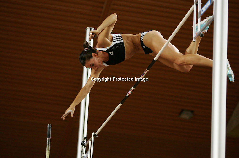 Yelena Isinbaeva (rus) - Saut a la Perche - Meeting de Herculis Monaco - 29.07.2008 - Athle Athletisme - Femme Femmes Feminin Feminine - largeur action