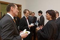 28 AUG 2003, BERLIN/GERMANY:<br /> Prof. Bert Rurup (L), Vorsitzender der Kommission fuer die Nachhaltigkeit in der Finanzierung der sozialen Sicherungssysteme, Karl Lauterbach (M), Gesundheitsoekonom, und Ulla Schmidt (R), SPD, Bundesgesundheitsministerin, im Gespraech, nach der Uebergabe des Berichts der sog. Ruerup-Kommission, Bundesministerium fuer Gesundheit und soziale Sicherung<br /> IMAGE: 20030828-01-049<br /> KEYWORDS: Übergabe, Gespräch, Gespraech