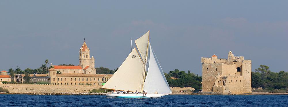 Pesa devant les îles de Cannes. Régates Royales 2005 AMBIANCES MARINES-LUMIERES MARINES-MARINE ATMOSPHERE
