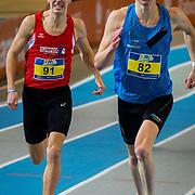 NLD/Apeldoorn/20180217 - NK Indoor Athletiek 2018, 800 meter heren, Samuel Chapple(91), Bram Buigel(82)