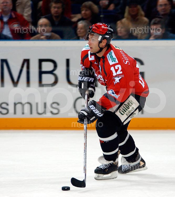Eishockey DEL 1.Bundesliga 2002/2003 Color-Line-Arena Hamburg (Germany) Hamburg Freezers - Koelner Haie Mirko Luedemann (Koeln) am Puck