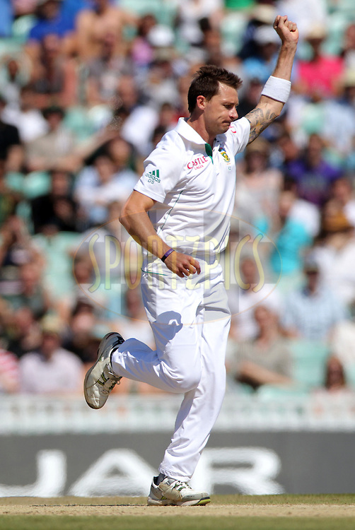 South Africa's Dale Steyn (Centre) celebrates bowling England's Ravi Bopara  out for 22 on the final day - England v South Africa - 1st Investec Test Match -  Day 5 - The Oval  - London - 23/07/2012..Andrew Fosker / Seconds Left Images